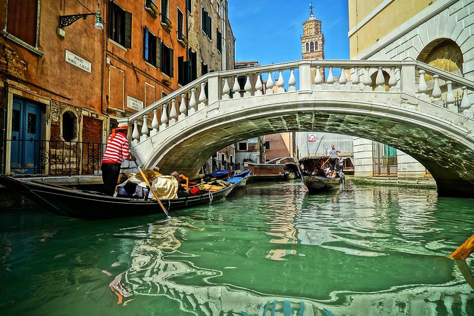 Ile kosztuje rejs gondolą w Wenecji